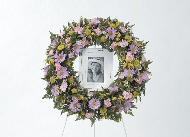Sincere Memories Wreath Easel