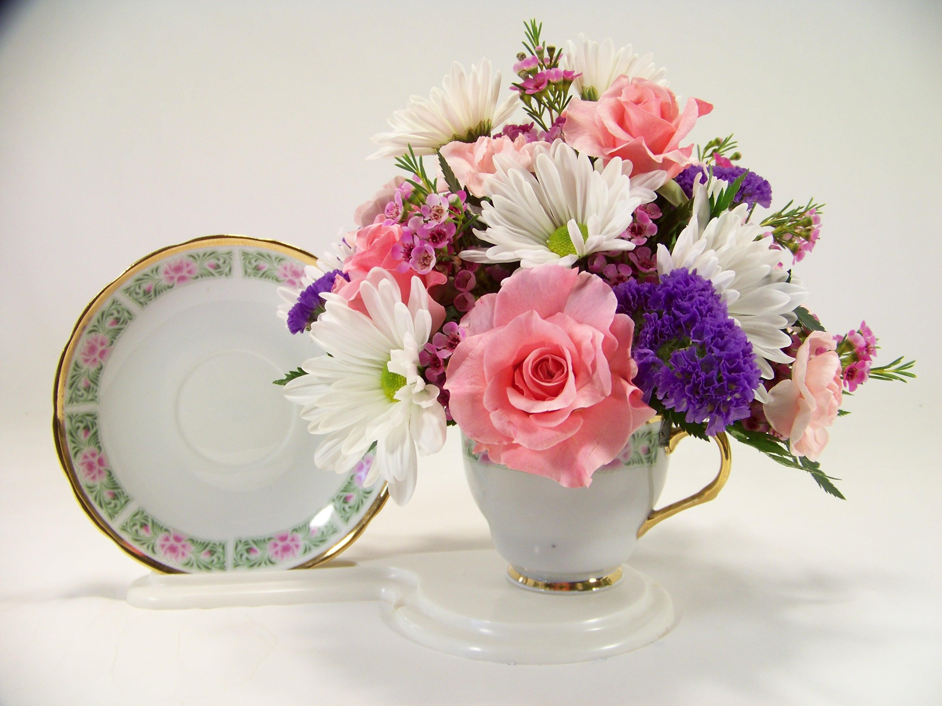 Old Fashioned Tea Cup Arrangement for Mom